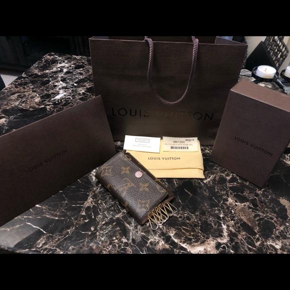 2f91ca8fe4c07 Louis Vuitton Accessories